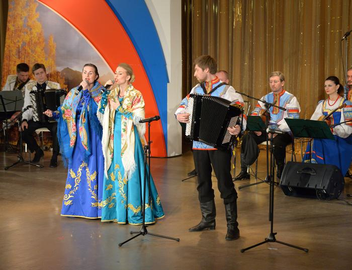 кто исполняет песню зима в москве знакомая картина